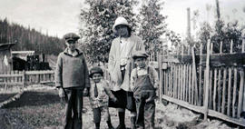 Neiland / Jardine kids with cotton wood trees